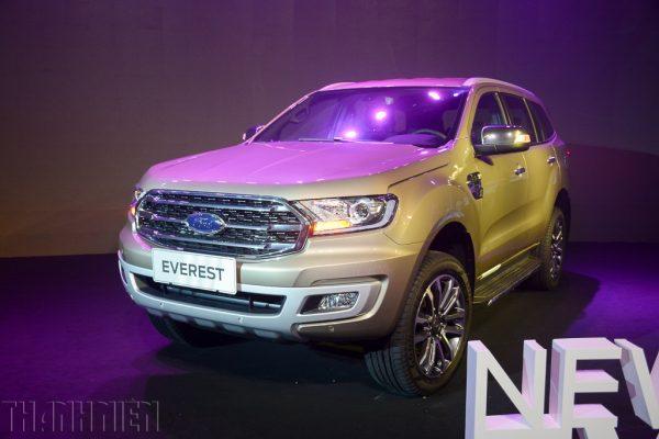 Ford Everest bám đuổi Toyota Fortuner