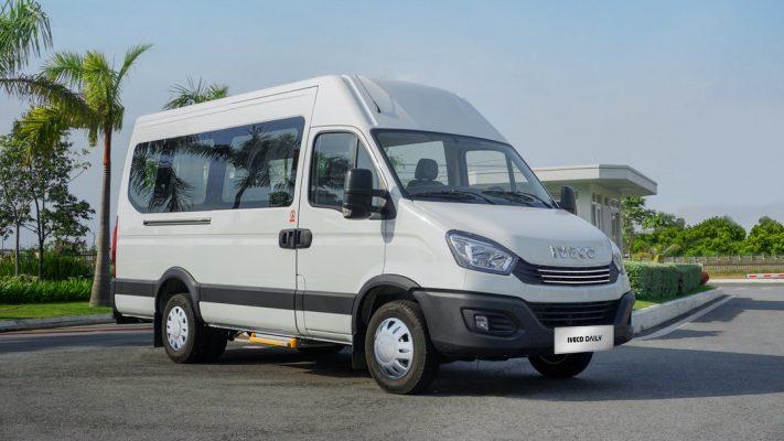 Ô tô 16 chỗ Iveco Daily tại Việt Nam có gì để đấu Ford Transit?
