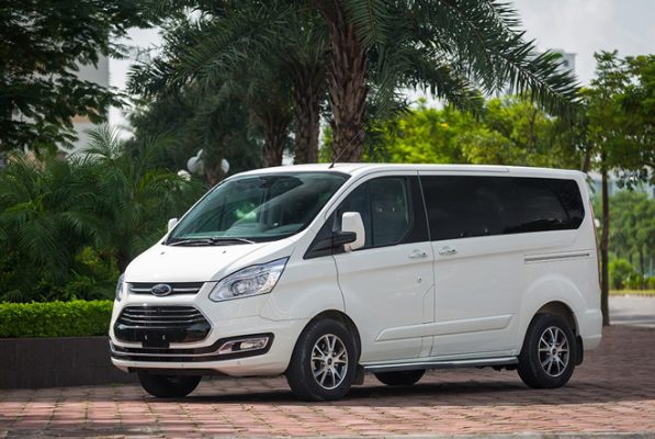 Dừng bán dòng xe Ford Tourneo, đại lý giảm giá lên đến 100 triệu đồng